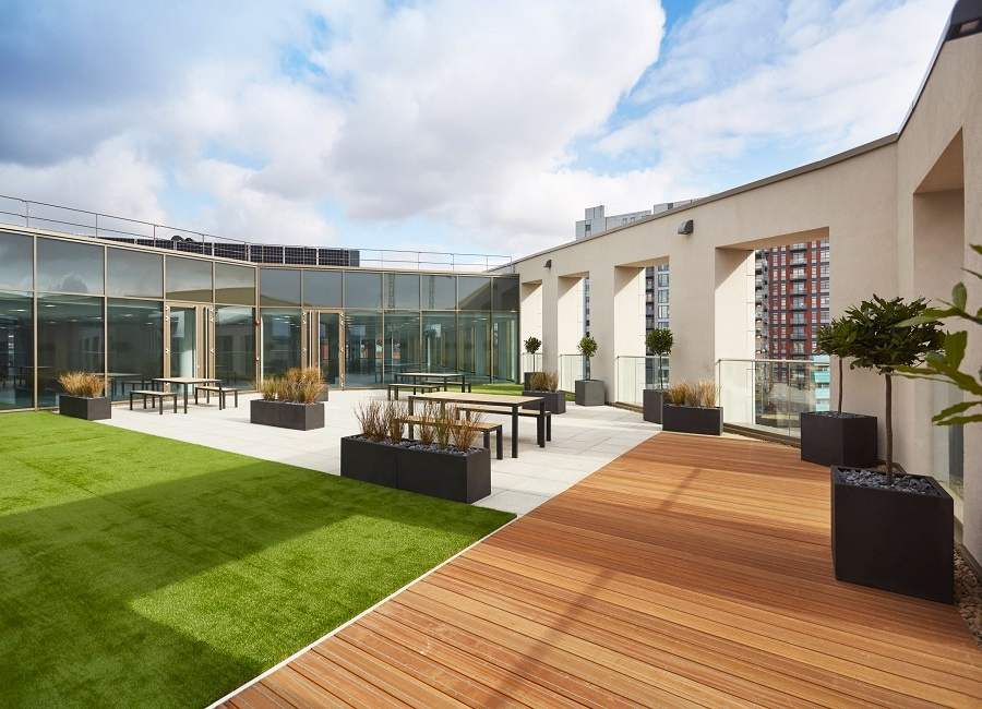 Roof terrace with grassed area and decking